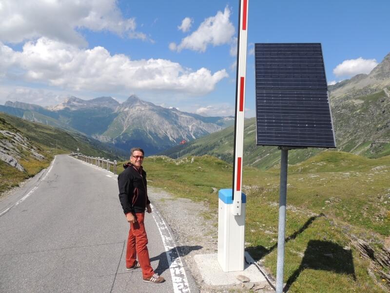 Solar-Elektro-Schranke auf dem Splügenpass