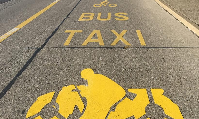 Geteilter Raum: Zweiräder fahren auf Bussspuren